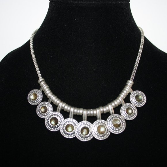 Stunning silver and gem necklace 16-18""